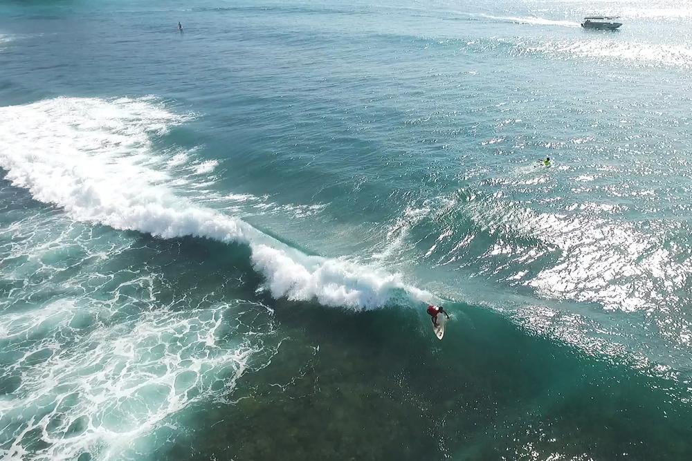 Surfing Lembongan ©Endro